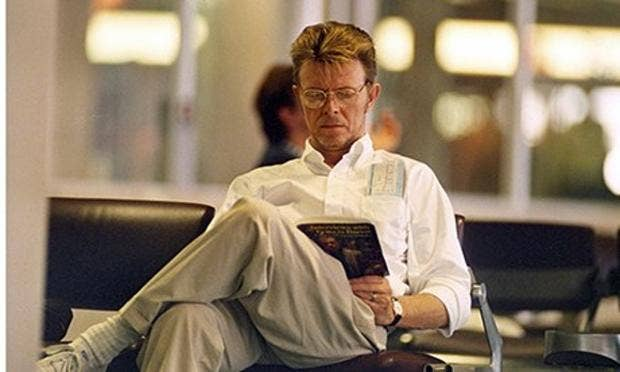 Bowie-reading-about-Franc-008.jpg