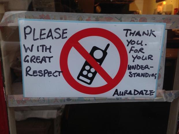 no-phone-cafe.jpg