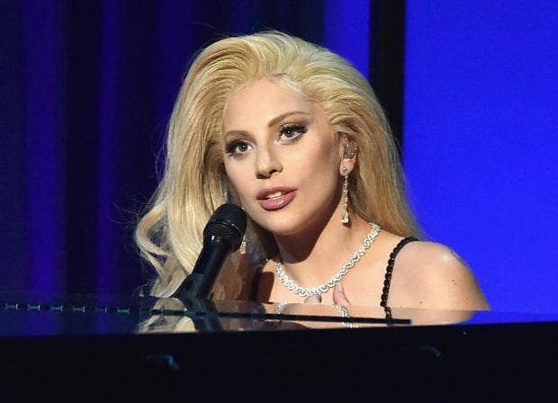 Lady-Gaga-Piano.jpg
