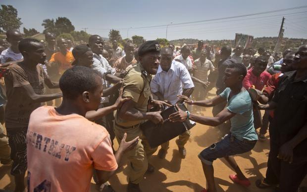 police-officer-uganda-election.jpg