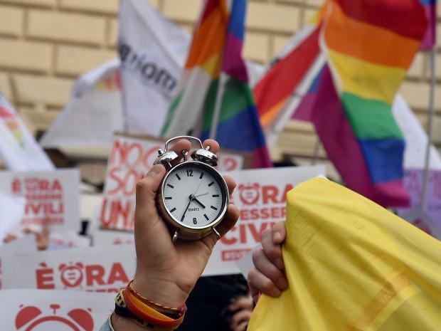 29-italy-same-sex-get.jpg