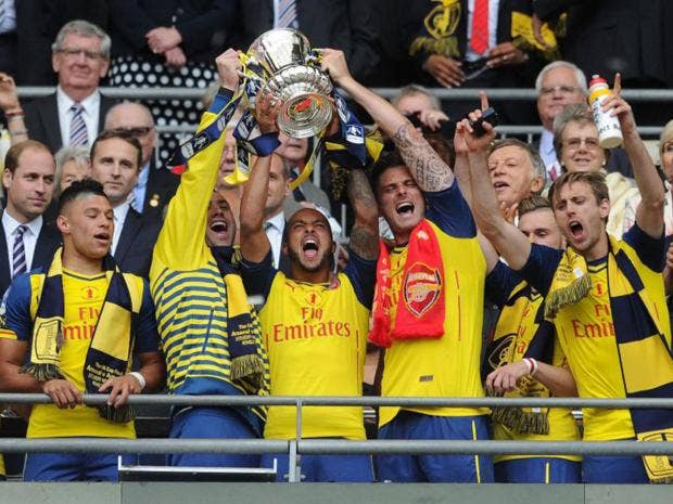 70-arsenal-trophy-get.jpg