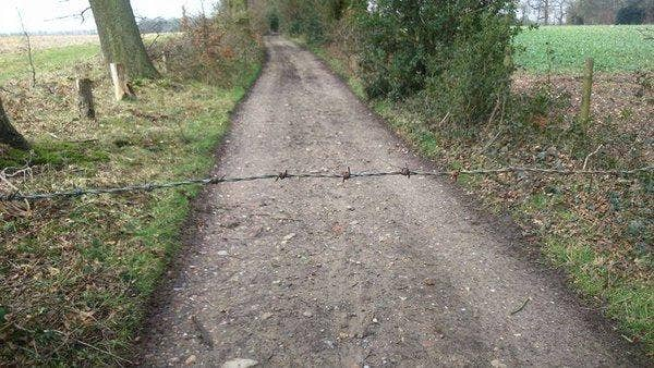 barbed-wire-kent-cyclist-