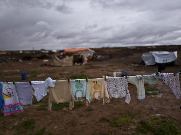 web-refugee-laundry-ap.jpg