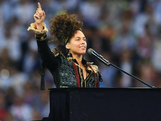 Alicia Keys explains 'empowering' decision to stop wearing make up ... Alicia Keys