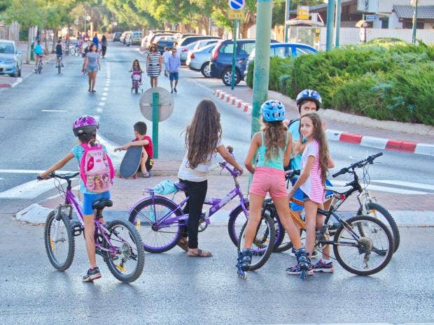israel-girls-bikes