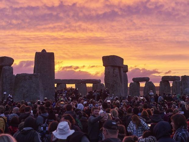 Strawberry Moon 2106 Stonehenge-solstice