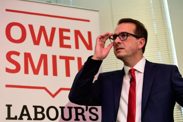 Owen Smith attacks Jeremy Corbyn for lack of patriotism