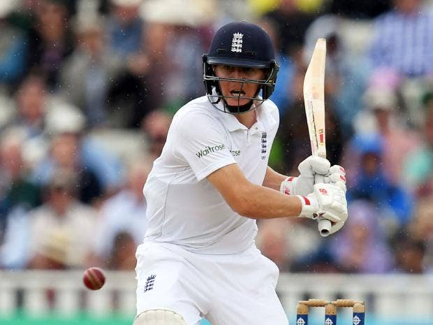 England make early breakthrough against Pakistan but can't follow it up