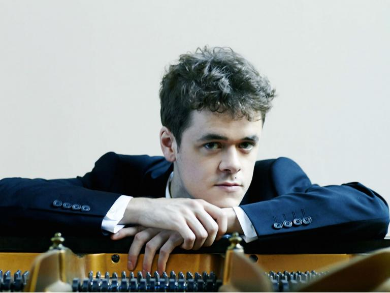 Benjamin Grosvenor directs The Britten Sinfonia, Barbican, concert review: 'A revelatory performance'