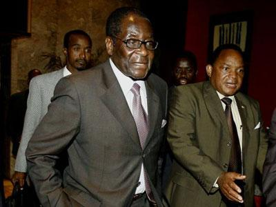 Robert Mugabe (centre) leaves the negotition talks in Harare