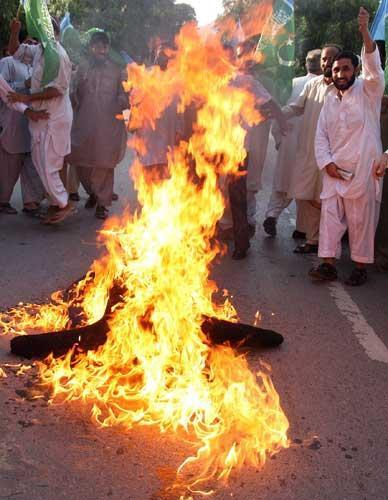 Supporters of Pakistan's largest Islamic party Jamaat-e-Islami in Islamabad yesterday burn an effigy of President Pervez Musharraf