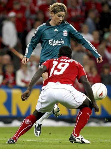 Fernando Torres is challenged by Standard Liège's Mohamed Sarr at the Maurice Dufrasne Stadium last night