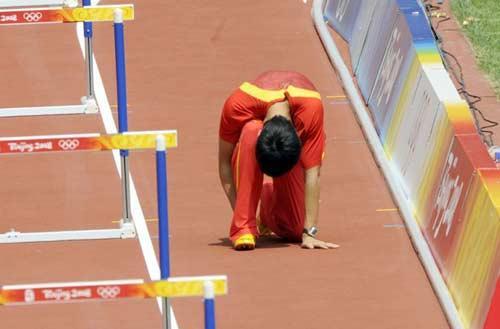 Champion hurdler Liu Xiang breas down injured