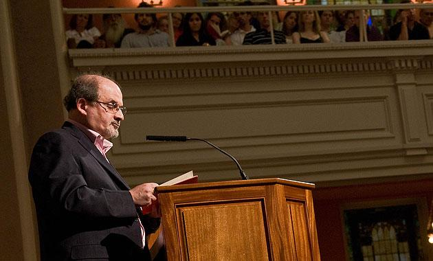 Salman Rushdie reading from 'The Enchantress of Florence' at the I Street Synagogue in Washington