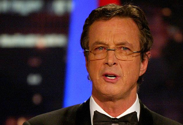 Michael Crichton presents an award at the 16th Annual Producers Guild Awards in Culver City, California in 2005