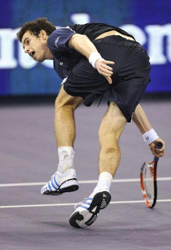 Andy Murray made a stunning start on his first appearance in the Masters Cup in Shanghai  yesterday, overpowering Andy Roddick decisively to win 6-4, 1-6, 6-1.