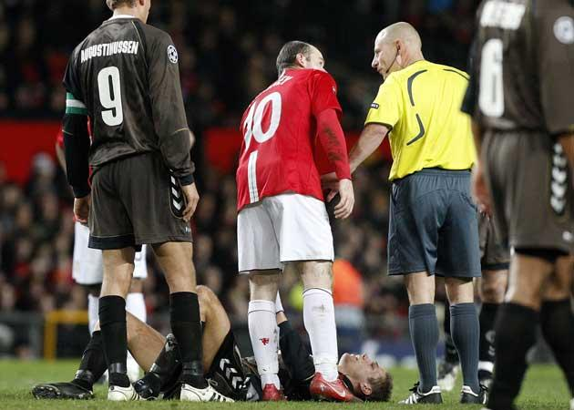 Wayne Rooney speaks to referee Laurent Duhamel following his clash with Kasper Risgard last night