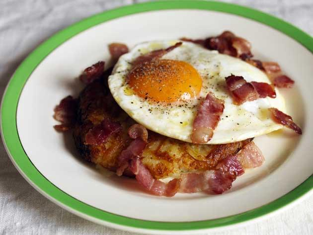Rosti with fried ducks' eggs and bacon