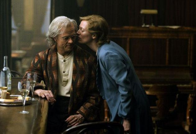 Ships that pass:  Brad Pitt and Tilda Swinton's lives cross in 'Benjamin Button'