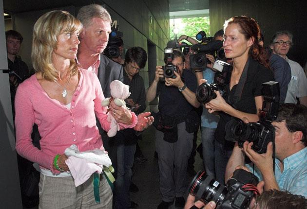 Clarence Mitchell with Kate McCann at a 2007 Berlin press conference