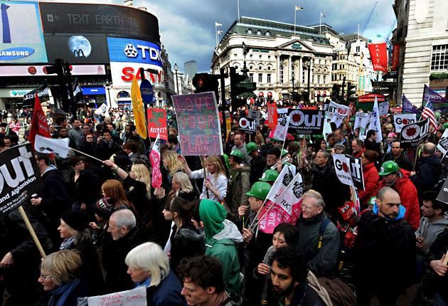 At least 35,000 people marched through London yesterday to protest against the global economic crisis, climate change, and world poverty