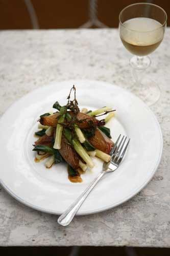 Leeks with roasted shallots and balsamic vinegar