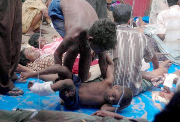 Wounded Sri Lankan civilans at a temporary shelter in the village of Putumatalan