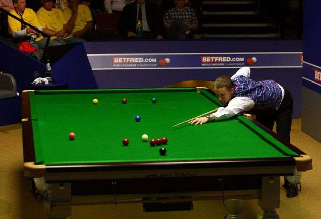 Stephen Hendry on his way to scoring a maximum 147 in his match against Shaun Murphy