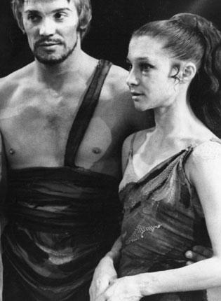 Vladimir Vasiliev as Spartacus and Ekaterina Maximova as Phrygia with the Bolshoi