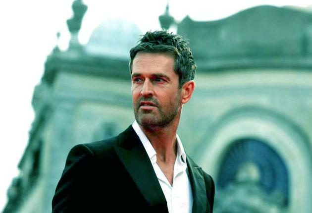 Actor Rupert Everett is apparently experiencing rodent problems along with his neighbours in his New York street