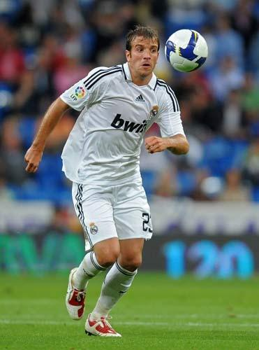 <b>Rafael van der Vaart</b><br/> Under Juande Ramos, Rafael van der Vaart was pushed out of the first team and has supposedly become disillusioned with life at the Bernabeu. For £20m Chelsea are reportedly willing to offer the Dutchman a way out. Van der