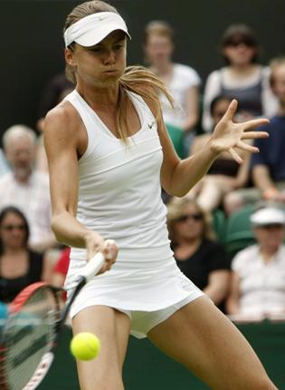 Daniela Hantuchova begins to assert herself against Laura Robson