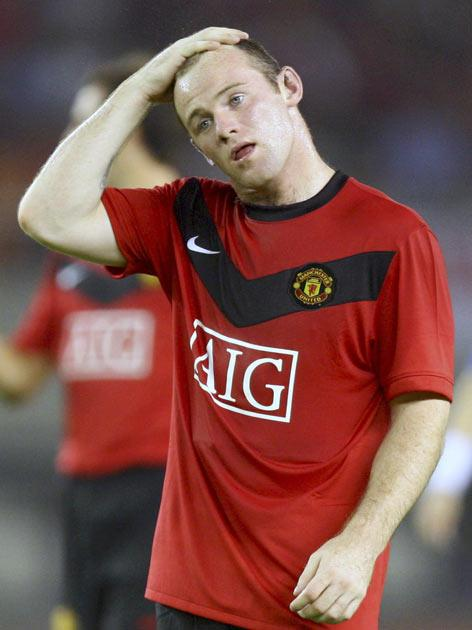 <b>MANCHESTER UNITED</b><br/>  <b>Manager:</b> Sir Alex Ferguson. <br/> <b>Key player:</b> Wayne Rooney.<br/> Seeking to become the first team to win four successive championships, and to do it without the peerless Cristiano Ronaldo. Michel Owen for the o