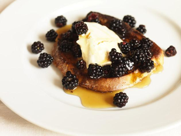 French toast with blackberries and crème fraîche