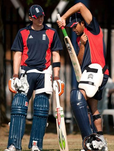 Joe Denly (left) and Ravi Bopara compare notes in preparation for today's game against Sri Lanka