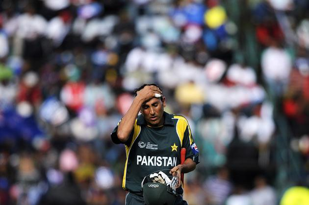 Pakistan's batsman and Captain Younus Khan leaves the field after being dismissed by New Zealand bowler and Captain Daniel Vettori