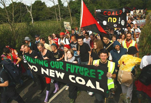 Activists march towards Kingsnorth power station in 2008