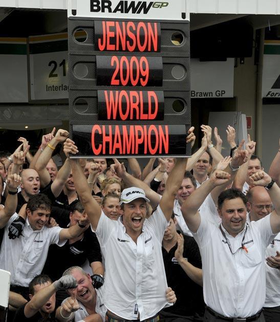 Button celebrates wit the Brawn team