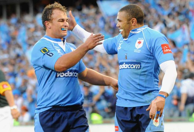 Deon Stegman congratulates Bryan Habana for one of his two tries in the Blue Bulls' Currie Cup triumph over the Free State Cheetahs