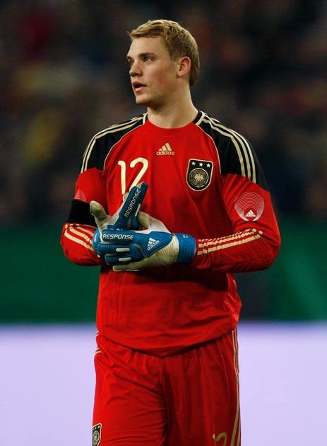 Neuer becomes the latest Goalkeeper to be linked to United