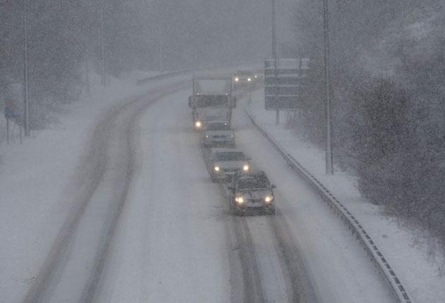 Motorists battle against the snow yesterday on the Heads of the Valleys Road (A465) in Caerphilly