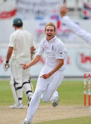 Stuart Broad of England celebrates the wicket of AB de Villiers of South Africa