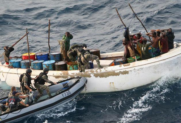 French soldiers arrest suspected pirates off Somalia