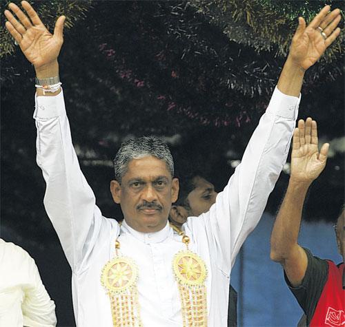 Sarath Fonseka, who is running for President, has said he will release Tamil youths held on suspicion of rebel links