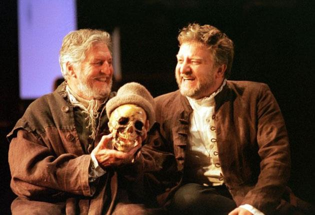 Simon Russell Beale (right) during rehearsals for 'Hamlet' with Denis Quilley (Polonius) at the National Theatre in 2000