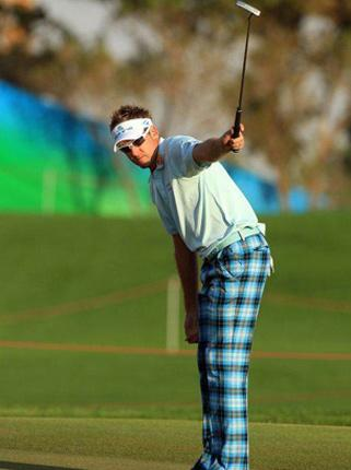 Ian Poulter sinks a huge birdie putt at the final hole to take a share of the lead in the first round of the Abu Dhabi Championship yesterday