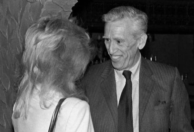 "May 1982: J.D. Salinger meets actress Elaine Joyce to see her performance in ""6 Rms Riv Vu"" in Jacksonville, Florida"
