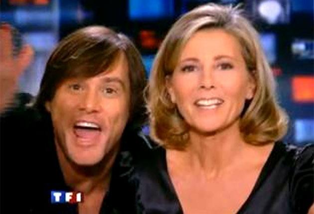 Jim Carrey gets close to the TF1 presenter Claire Chazal