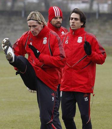 Fernando Torres and Yossi Benayoun train yesterday